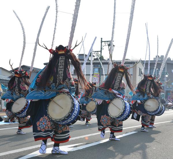 伝統ある「群舞かがり火鹿踊」