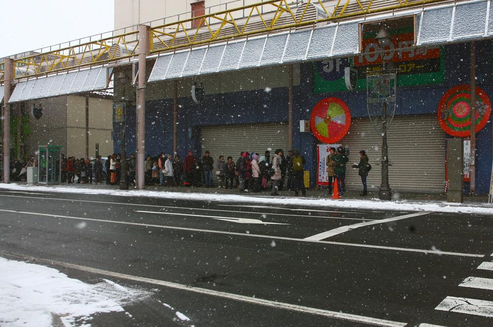 開店前の行列の様子