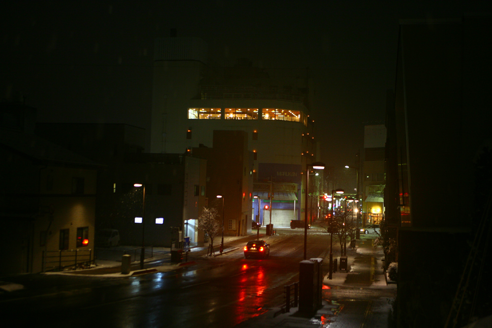 閉店後のマルカンビル